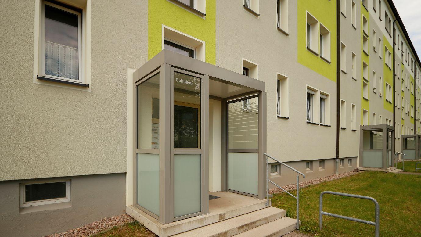 G.-Scholl-Str. 1 a-d Eingang WG: Stollen AltNeubau